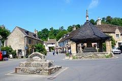 Centre de village, château Combe Images libres de droits