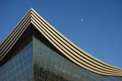 Centre global de New Century, Chengdu, Sichuan, Chine contre les cieux bleus Photo libre de droits