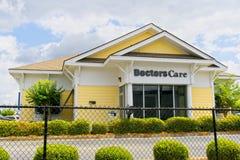 Centre médical de médecins Care Emergency image stock