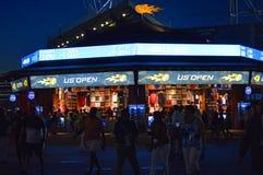 Centre national de tennis d'USTA la nuit photographie stock libre de droits