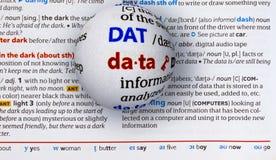 Centre-se sobre dados da palavra ampliando um globo de vidro Fotos de Stock