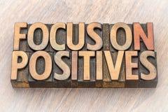 Centre-se sobre positivos - exprima o sumário no tipo de madeira Fotografia de Stock