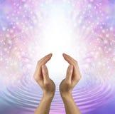 Centre-se sua mente sobre a emissão do amor cura puro Imagens de Stock Royalty Free