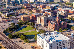 Centre-ville Dallas et plaza de Dealey image stock
