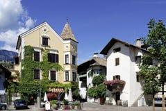 Centre wino wioska Girlan w Południowym Tyrol Zdjęcie Royalty Free