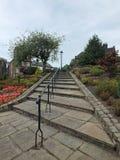 Centreren de onlangs herstelde voetstappen op het historische behoudsgebied in Rochdale-stad stock foto