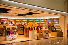 Centres commerciaux hors taxe de terminal d'aéroport international de Taoyuan Images libres de droits