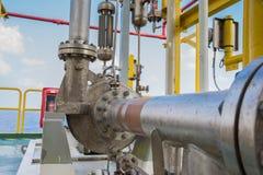 Centrifugaalpomp in olie en gasverwerkingsplatform royalty-vrije stock fotografie