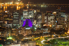 Centro、Lapa和Сathedral夜鸟瞰图。里约热内卢 库存图片