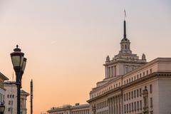 Centro administrativo de Sofía en puesta del sol fotografía de archivo