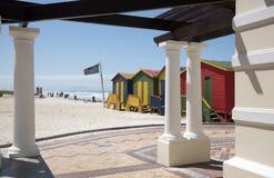 Centro balneare di Muizenberg con le capanne della spiaggia Fotografia Stock