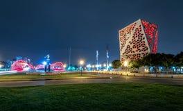 Centro CÃvico del Bicentenario y puente de Bicentenario en la noche, gobierno de la provincia de Córdoba - Córdoba, la Argentina foto de archivo libre de regalías