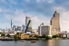 Centro céntrico y financiero del negocio de Bangkok, Tailandia Edificios del rascacielos de la señal y del paisaje urbano en la e foto de archivo libre de regalías