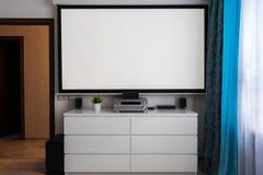Centro casero del cine en sala de estar Imagen de archivo