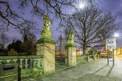 Centro città di Lichfield alla notte fotografia stock