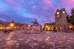 Centro Civico et place principale dans Bariloche du centre au coucher du soleil - Bariloche, Patagonia, Argentine Images stock