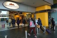 Centro comercial céntrico de Auckland de los compradores - Nueva Zelanda Fotografía de archivo