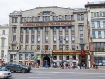 Centro comercial con los boutiques de lujo Fotografía de archivo