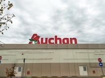 Centro comercial de Auchan fotografía de archivo