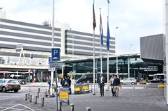 Centro comercial de la plaza de Schiphol en el aeropuerto de Amsterdam Fotografía de archivo libre de regalías