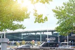 Centro comercial de la plaza de Schiphol en el aeropuerto Schiphol Imagen de archivo