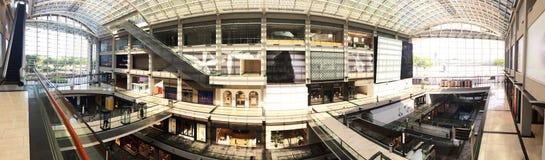 Centro comercial de las arenas de Marina Bay interior imagen de archivo libre de regalías