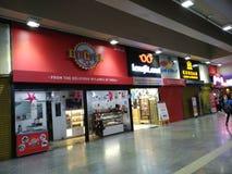 Centro comercial en el metro foto de archivo