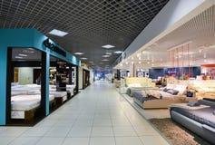 Centro comercial interior de los muebles magnífico Alameda de compras de los muebles MAGNÍFICA - la tienda especializada más gran imagenes de archivo
