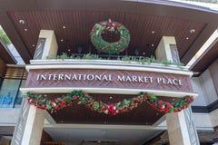 Centro comercial internacional de Market Place en la avenida de Kalakaua, Honolulu fotografía de archivo