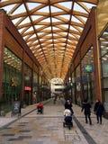 Centro comercial moderno en Bracknell, Inglaterra fotografía de archivo libre de regalías