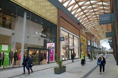 Centro comercial moderno en Bracknell, Inglaterra foto de archivo