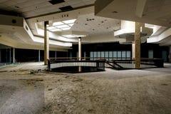 Centro comercial - Randall Park Mall - Cleveland abandonados, Ohio fotos de archivo libres de regalías