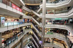 Centro commerciale della città di tombole a Shanghai immagine stock
