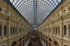 Centro commerciale della GOMMA - Mosca, Russia immagine stock