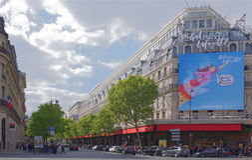 Centro commerciale di La Fayette, vista dal boulevard Haussmann O fotografia stock