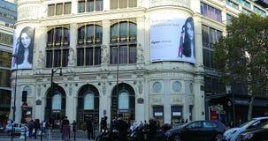 Centro commerciale di Printemps Haussmann a Parigi Francia stock footage