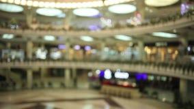 Centro commerciale moderno della sfuocatura astratta per fondo stock footage