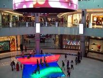 Centro commerciale nel Dubai Gli Emirati Arabi Uniti Fotografie Stock Libere da Diritti