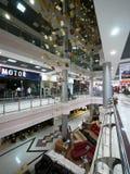 Centro commerciale. Nuovo anno. Decorazioni di Natale. Fotografia Stock