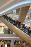 Centro commerciale rinnovato interno futuristico Fotografia Stock Libera da Diritti