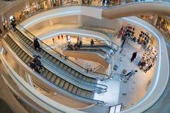 Centro commerciale rinnovato interno futuristico immagine stock