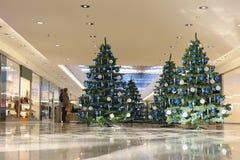 Centro commerciale secondo la stagione decorato Fotografia Stock Libera da Diritti
