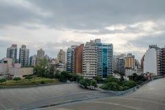 Centro cultural Centro Cultural Cordoba de Córdova e skyline de Córdova - Córdova, Argentina fotografia de stock