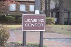 Centro d'informazione del contratto d'affitto ad una proprietà fotografie stock