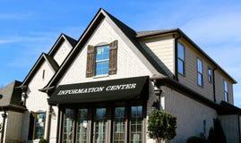 Centro d'informazione di nuovo sviluppo suburbano Fotografia Stock Libera da Diritti
