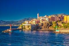 Centro da cidade de Bastia, farol e porto velhos, Córsega, França imagem de stock