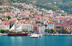 Centro da cidade e porto velhos de Makarska Foto de Stock Royalty Free