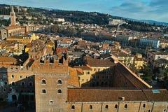 Centro da cidade histórico Verona e antena da paisagem do montanhês Imagens de Stock Royalty Free