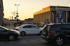 Centro da cidade na noite, Bielorrússia de Minsk imagens de stock royalty free