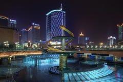 Centro da cidade na noite, Chengdu, China Fotografia de Stock